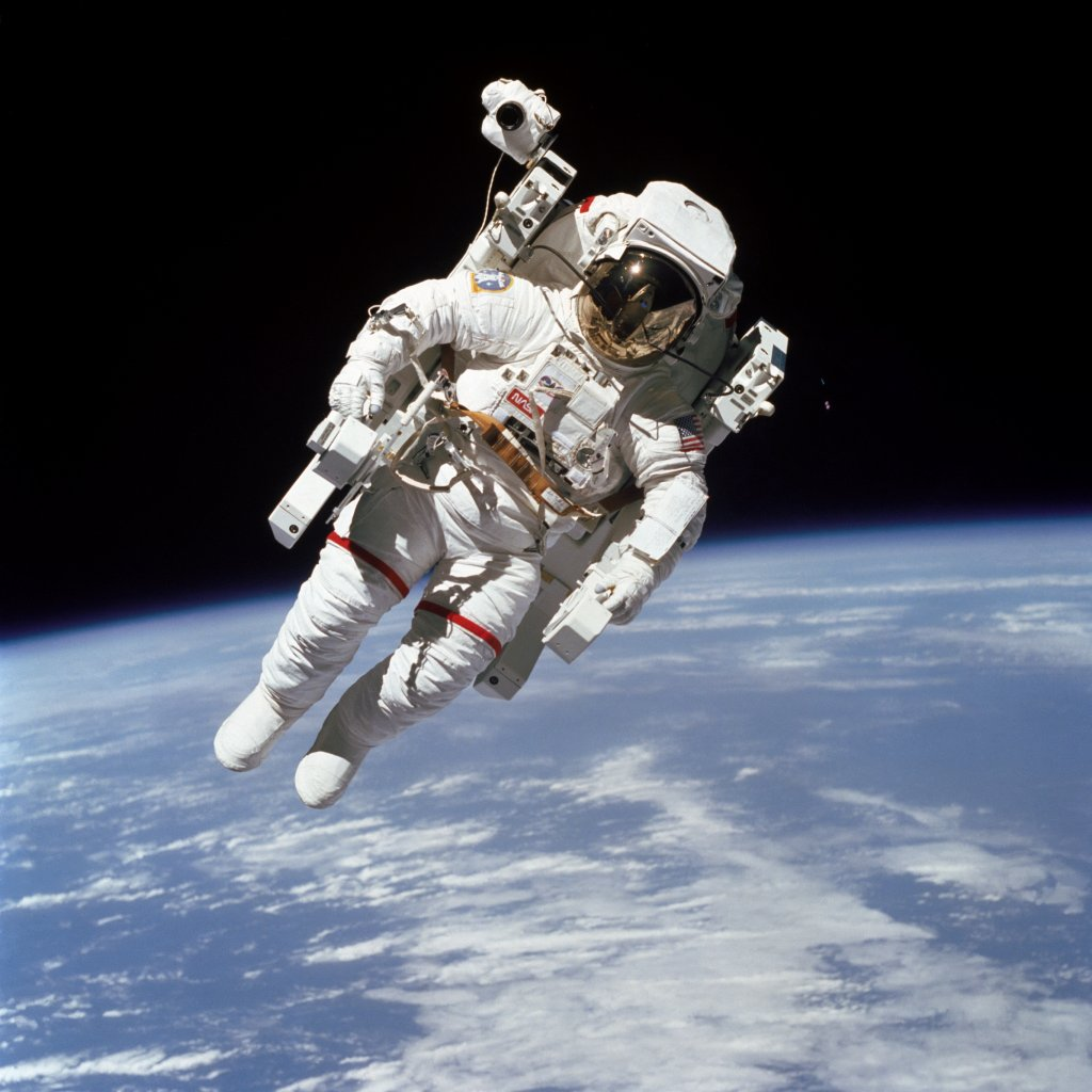 TRAJE DE ASTRONAUTA Copyrigh NASA- ESA y otros